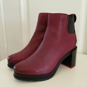 Nwt Sorel Margo Chelsea Boots in Rich Wine